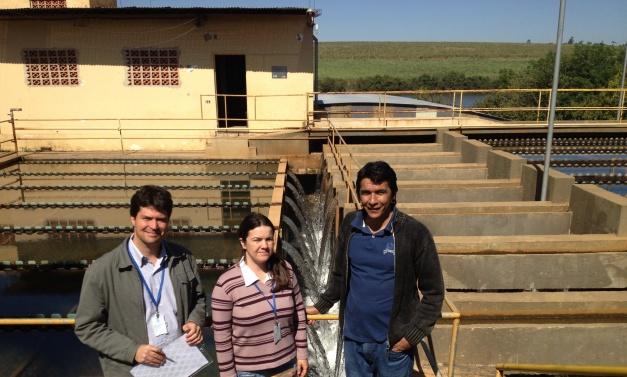 O Secretário Vital Caló e os técnicos da agência ARES-PCJ em visita a ETA I Pirapitinguí