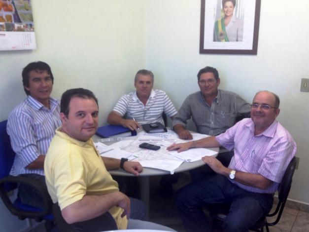 Reunião entre os técnicos do DAE e da empresa responsável pela obra