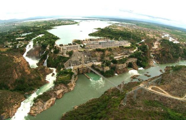 Hidrelétrica de Paulo Afonso, na Bahia, a primeira financiada pelo banco, no início da sua operação em 1955.